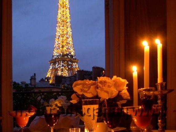 Large_40938606-1260965806-romantic-dinner-eiffel-tower-apartment